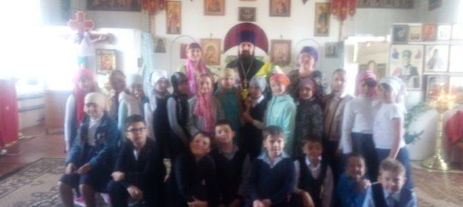 Учащиеся лицея №1 им. Н.К. Крупской посетили Петропавловский храм г. Камбарки